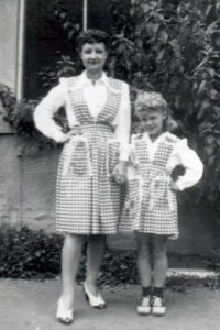 Gorrell Lisa Mam-ma & mother in check dresses