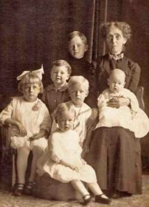 Clara Towle Thomas & 6 grandchildren- S. Houstan